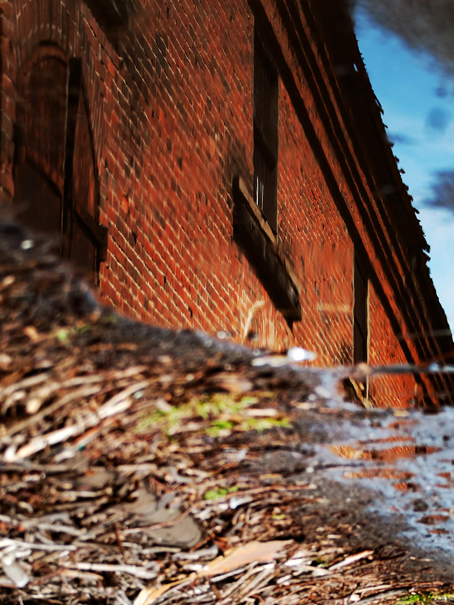 逆さまの倉庫の写真