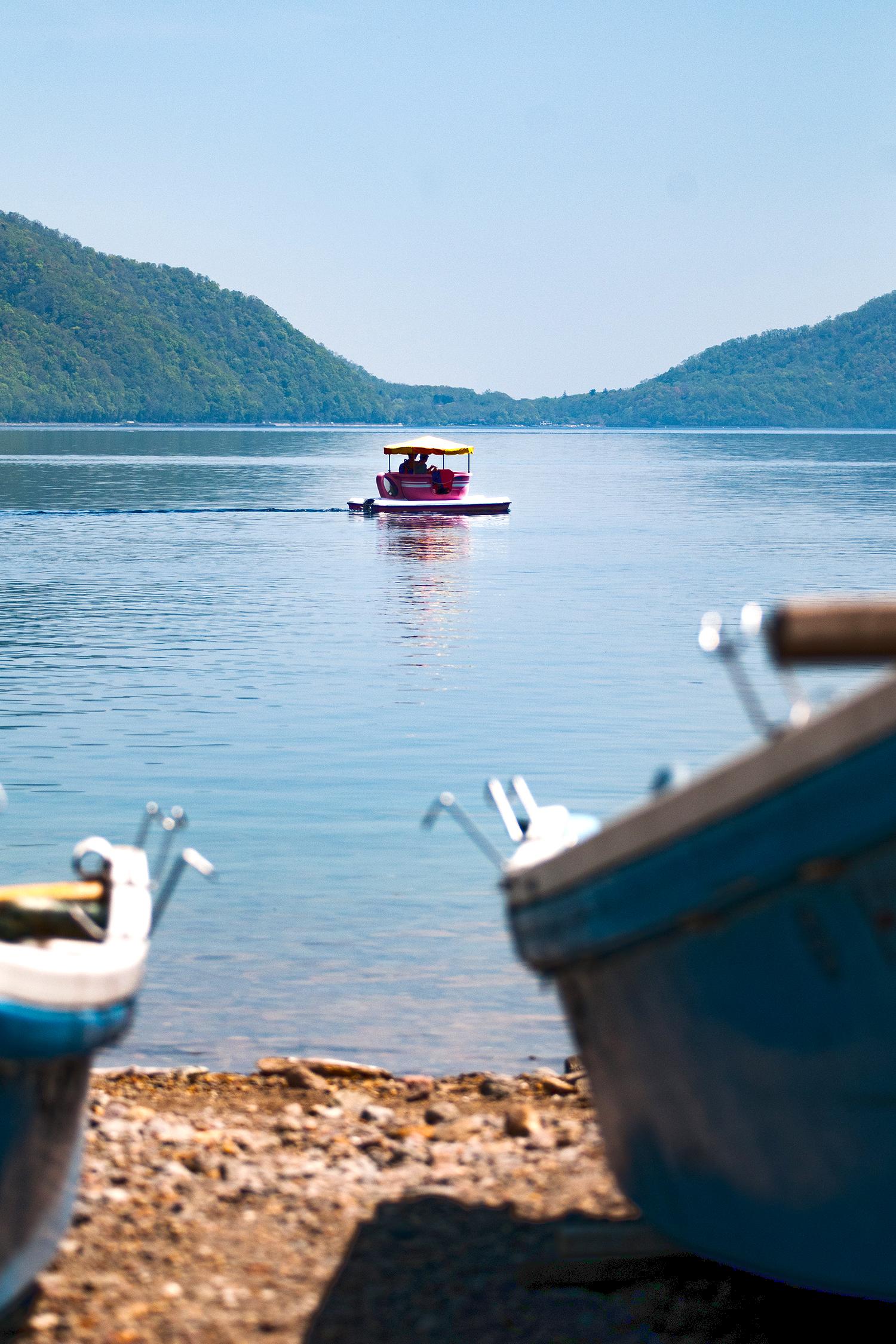 支笏湖とボート
